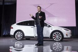 """""""Tesla"""" компанийн ерөнхий захирал Илон Маск тэрбумтнуудын жагсаалтад Билл Гейтсийг гүйцэж түрүүлжээ"""