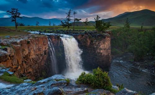 Монгол орны үзэсгэлэнт газрууд