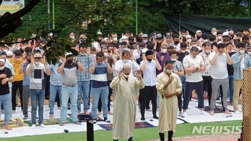 Узбекстан иргэдийн очсон сауна болон Исламын шашны цуглаанд оролцсон хүмүүсийг хайж байна...