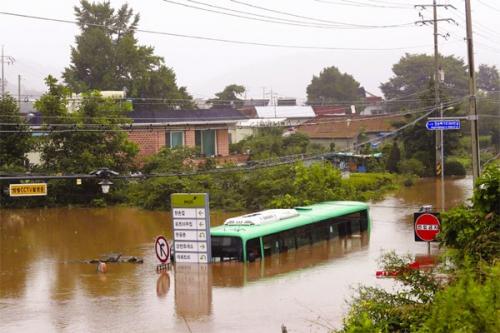 Өмнөд Солонгост борооны улирал ер бусын удаан үргэлжилж байна