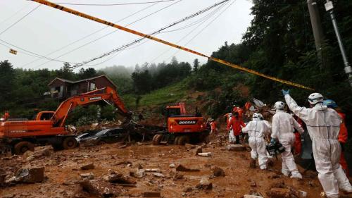 БНСУ-д хүчтэй аадар бороо орсны улмаас 12 хүн амиа алджээ
