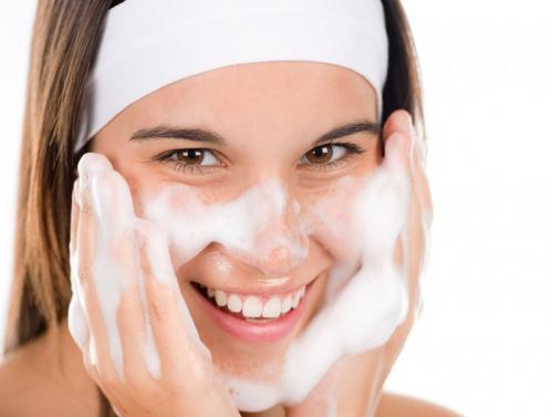 Нүүрний будгийг савандаж арилгах буруу