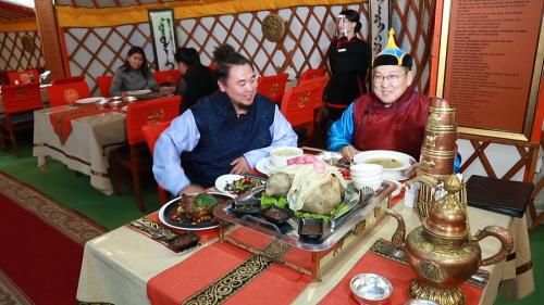 ''Аяллын тойрог'' Алтан гадас Монгол ресторанд.