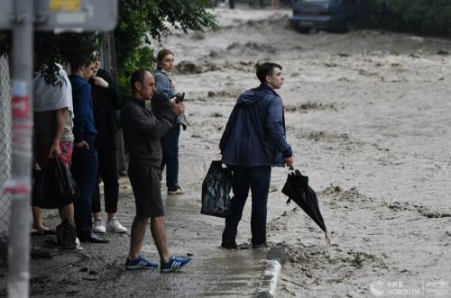 Крымд үерт автсан бүсээс 1800 орчим хүнийг нүүлгэн шилжүүлжээ.