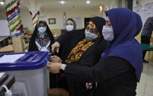 Ираны ерөнхийлөгчийн сонгуулийн санал хураалт 19 цаг үргэлжилжээ.