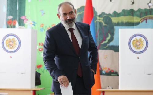 Арменийн парламентын ээлжит бус сонгуульд Пашиняны нам тэргүүлж байна.