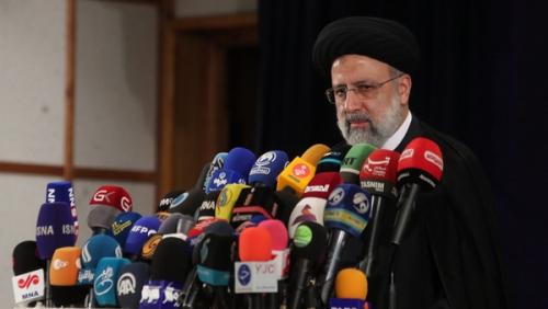 Ираны шинээр сонгогдсон Ерөнхийлөгч өөрчлөлт авчирч, авлига, ядууралтай тэмцэхээ амлажээ.