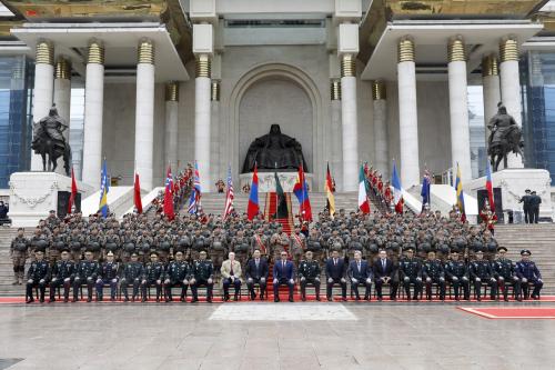Монгол Улсын Зэвсэгт хүчнээс Афганистанд үүрэг гүйцэтгэсэн цэргийн багуудад хүндэтгэл үзүүллээ.
